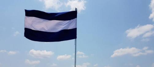 Bandera azul y blanco colocada en Boaco