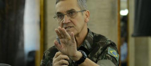 Comandante do Exército, general Villas Bôas, recebe conselho sobre a atual situação do Brasil