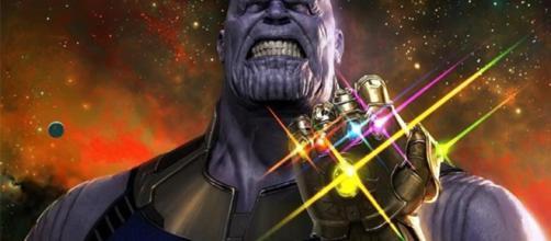 Thanos con las 5 gemas del infinito
