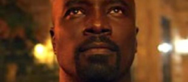 Luke Cage regresa para la temporada 2, pero no es el único tipo a prueba de balas que anda por Harlem en estos días.