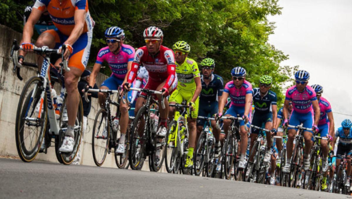 Risultati immagini per giro d'italia ciclisti di spalle