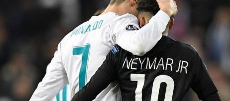 Abrazo entre la estrella del Real Madrid y el supuesto futuro fichaje