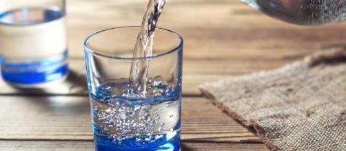 6 razones para beber agua - menshealthlatam.com