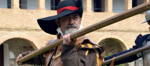 Buen hacer de veteranos en la recreación histórica. En la II Recreación Histórica Internacional Los Tercios en Jaca. Fotografía de autor.