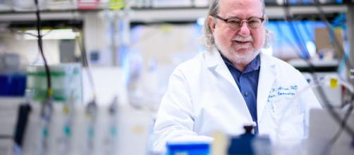 Cáncer: El hombre que enseñó a las defensas a atacar el cáncer elespanol.com