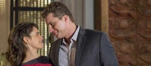 Clara e Patrick se casal no final da novela das 21 horas na Globo