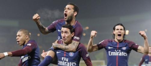 Les joueurs du PSG fêtent leur but