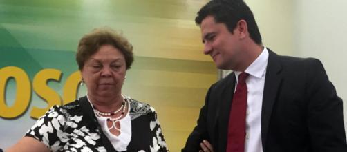 Sergio Moro ao lado de sua mãe, Odete