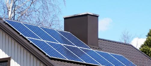 Solar panels on a home (Image by Tiia Monto via Wikimedia Commons)