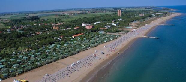 Un'immagine del litorale domitio, il cui rilancio è stato il tema del dibattito
