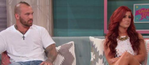 Adam Lind sits alongside Chelsea Houska. [Photo via MTV/YouTube]