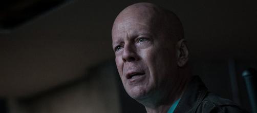 Cornerman : Bruce Willis monte sur le ring pour entraîner Tyson ... - allocine.fr
