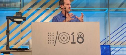 el jefe de Google AI, Jeff Dean, habla con miembros de la comunidad de AI.