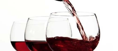 Los amantes de un buen vino ya pueden conmemorar: el vino tinto ayuda en el adelgazamiento