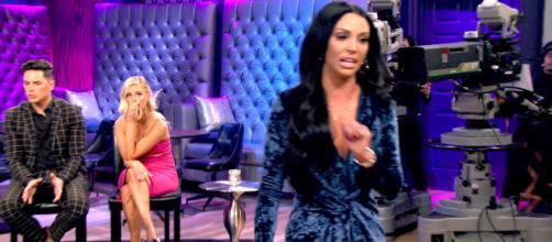 Scheana Marie storms off stage during the 'Vanderpump Rules' season six reunion. [Photo via Bravo/YouTube]