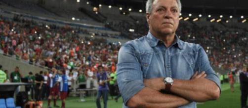 Sob o comando de Abel, Fluminense luta para continuar na Sul-Americana e manter bom momento no Brasileirão. (Foto: Reprodução/Globoesporte)