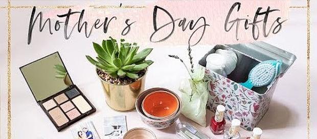 10 Last-Minute Mother's Day Gift Ideas [Image: Honeysucker/YouTube screenshot]
