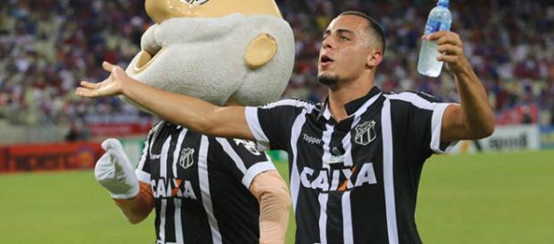 Arthur tinha, além de Corinthians e Palmeiras, outros clubes interessados em seu futebol