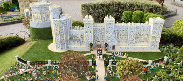 Legoland Windsor has created a miniature Windsor Castle including all the royal wedding guests. [Image @RoyallyPetite/Twitter]