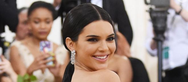 Kendall Jenner tem atitude indignante com trabalhador e os fãs reagem