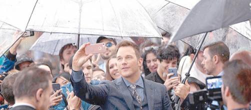 Chris Pratt se da baño de masas en premiere de 'Jurassic World' - ultimatumchiapas.com