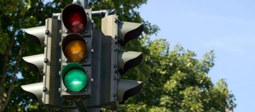 Il futuro vedrà semafori intelligenti con videocamere e sensori per regolare il traffico