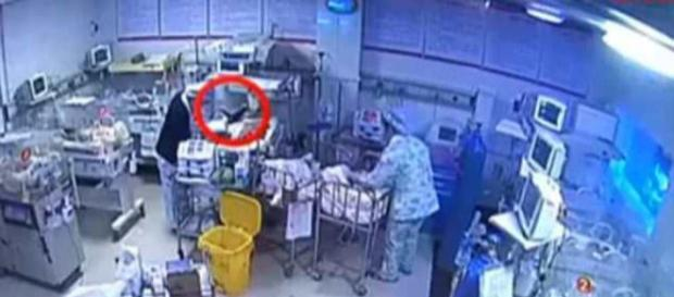 L'infermiera dimentica di spegnere il phon, bimbo di 4 giorni ... - leggo.it