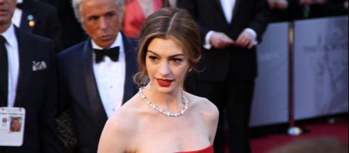 Anne Hathaway on the Academy Awards red carpet (Image credit – Mingle Media TV, Wikimedia Commons)
