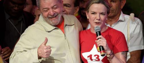 Gleisi afirma que Só lula pode devolver a estabilidade do país.