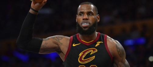 Lebron James will reportedly meet with other teams in free agency.