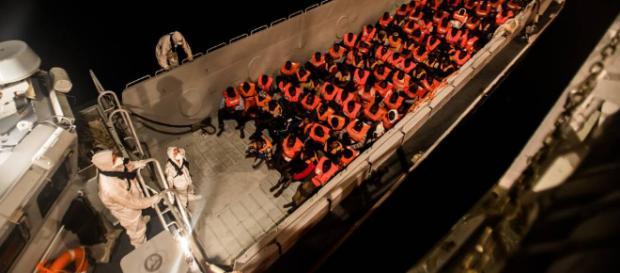 Barco con mas de 600 inmigrantes a bordo y alimentos para solo las proximas 24 horas