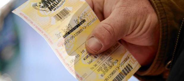 Un commerciante ha restituito al legittimo proprietario il biglietto vincente da un milione di dollari