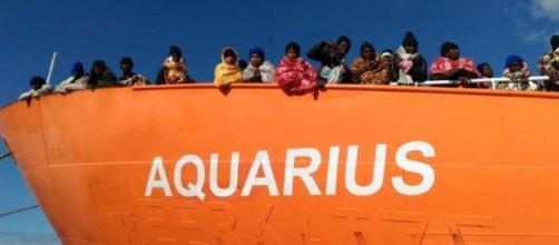 Italia-Malta, scontro su nave dei migranti Salvini nega i porti e ... - newsstandhub.com