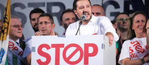 """Salvini in campagna elettorale adotta lo slogan """"stop invasione"""""""