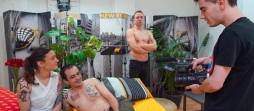 ¿La foto de la pareja economista con Jordi indica su entrada al mundo porno?