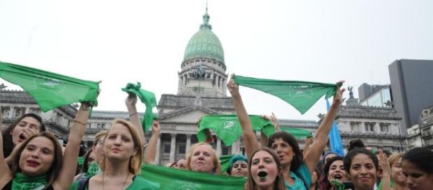 ARGENTINA/ La Cámara de Diputados aprobó el aborto legal, seguro y gratuito