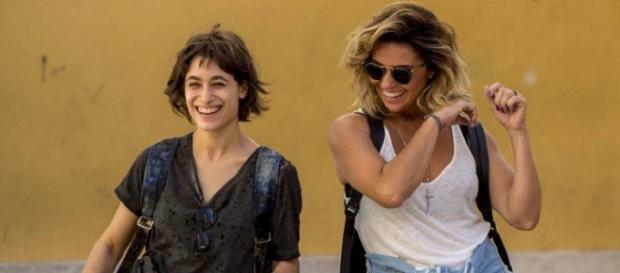 Manuela e Luzia se divertem juntas em Segundo Sol (Foto: TV Globo)
