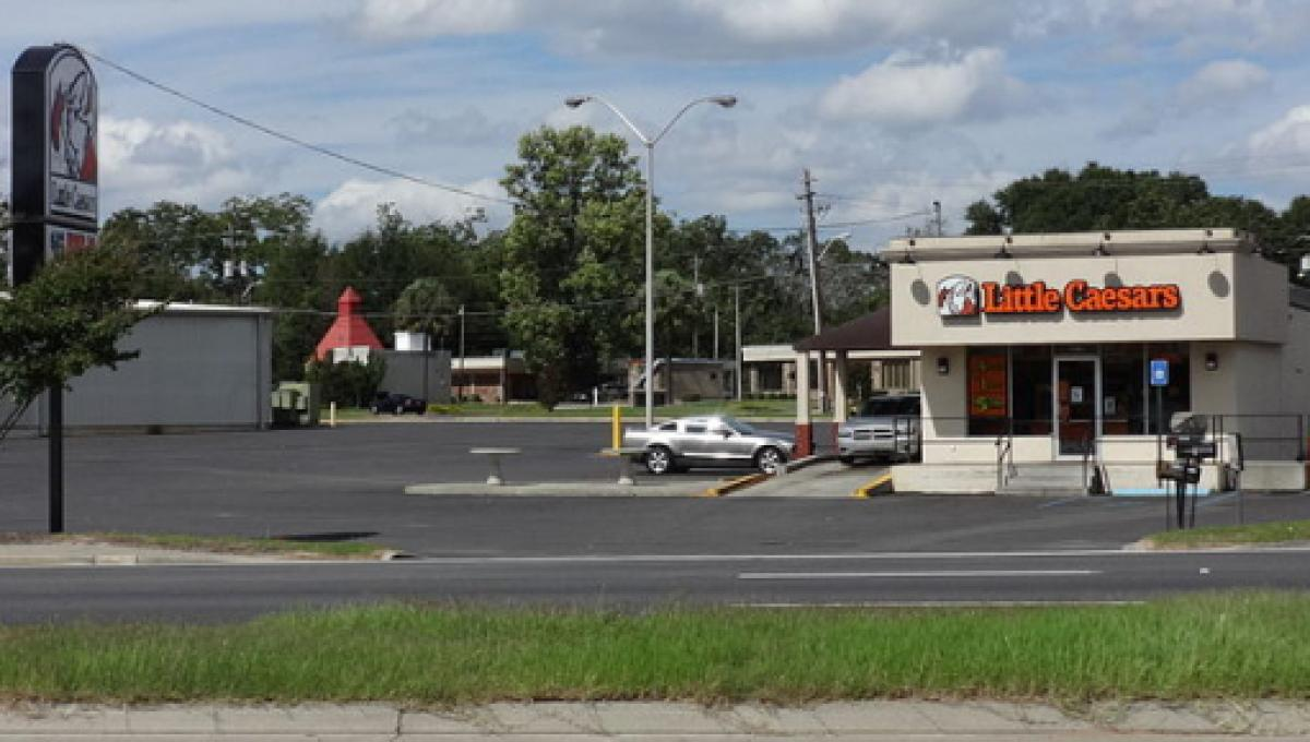 San Antonio/ Armando Colunga brings pizza to 54 illegal