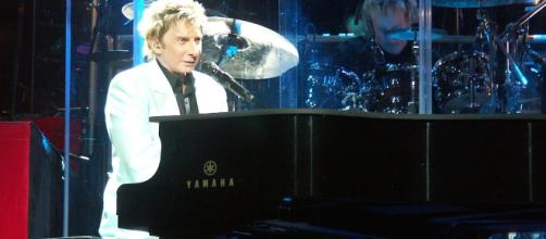 Barry Manilow forced to cancel Vegas shows due to lung infection. - [Weatherman90 / Wikimedia Commons]