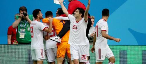 Com gol contra, Irã vence na estreia da Copa 2018