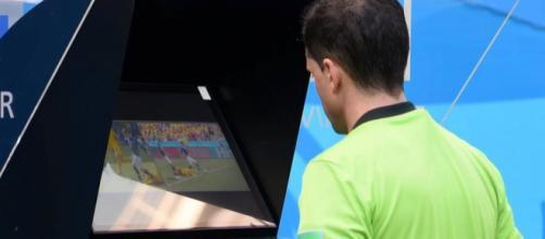 Usan por primera vez el Video Assistant Referee (VAR) en el partido de Francia- Australia