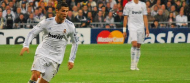 No matter the uniform, Cristiano Ronaldo is a legend. [Image via Jan S0L0/Flickr]