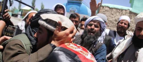 Afganistán alarga la tregua con talibanes