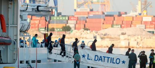 Llega a Valencia el primer buque de la flotilla del Aquarius ... - dw.com