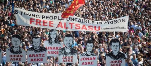 En rechazo a la sentencia del caso Alsasua, miles de personas en Pamplona toman las calles