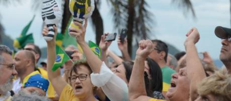 O brasileiro está numa fase sensível, onde o que importa é limpar a sujeira da corrupção.
