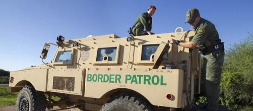Border Patrol vehicle on the South Texas border (Image courtesy - Donna Burton, Wikimedia Commons)