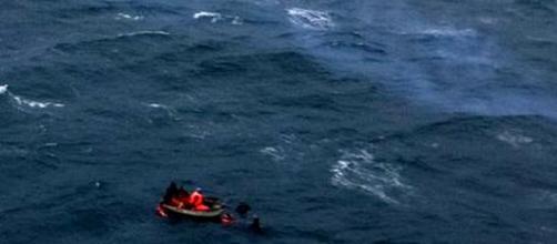 INDONESIA/ Se hunde ferry con 80 personas a bordo