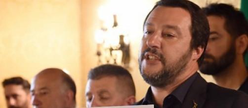 Matteo Salvini considera la sinistra italiana 'radical chic' responsabile della crisi migratoria nel nostro Paese