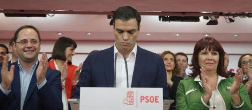 Pedro Sánchez asume el reto de la presidencia con dos tropiezos y una crisis humanitaria
